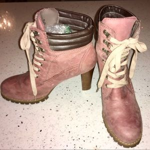 TWO LIPS DISTRESSED MAUVE BOOTIES SIZE 8.5